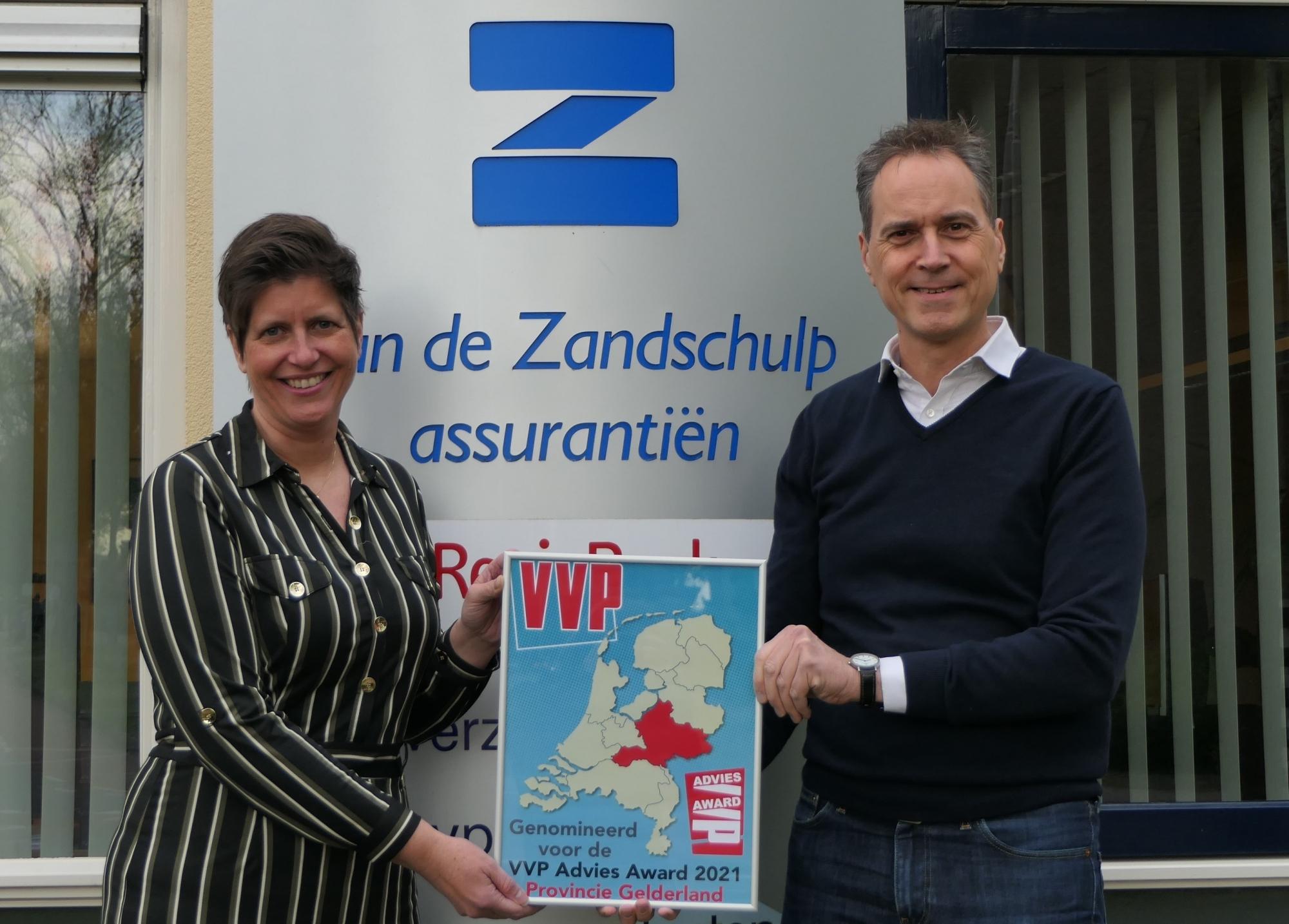 Foto Eddy en Marijke met de nominatie, bijgesneden